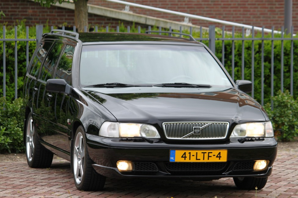 Volvo V70R 2.3 T5 Automaat in Nieuwstaat TE LAAT!