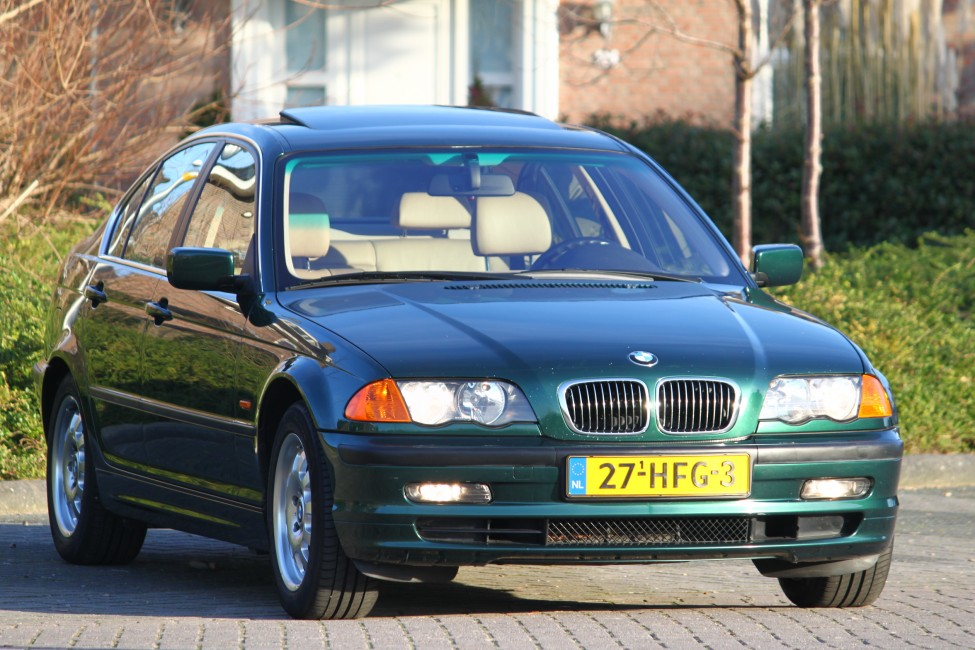 BMW 328i High Executive slechts 159dkm Youngtimer